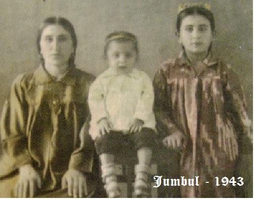 Мама, сестра, братишка [Городская фотография]