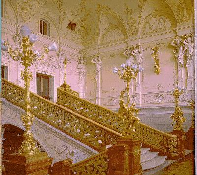 вторая фотка очень смахивает на лестницу в оперном театре.. если не изменяет память.. опять буржуи все идеи у нас...