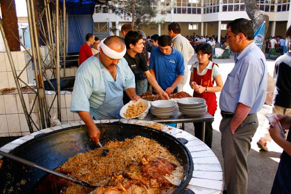 Еда приготовленная в керамических горшочках
