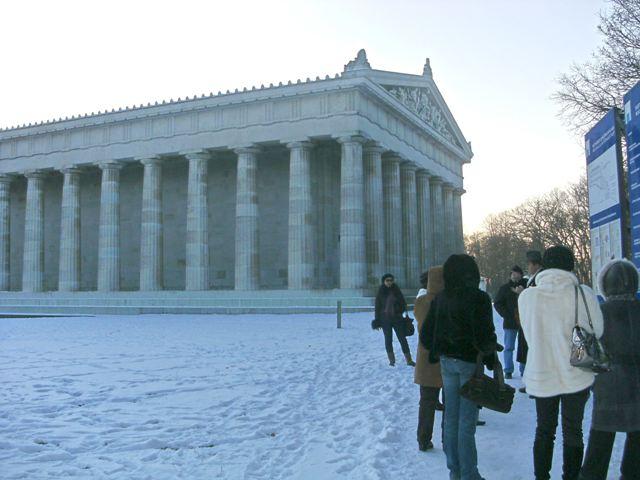Это не Акрополь в Афинах, это Вальгалла на Дунае []