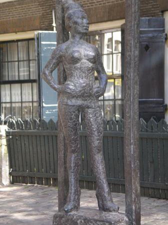 Памятник проститутке в Амстердаме []