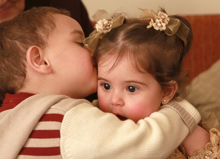 поцелуй дружеский фото
