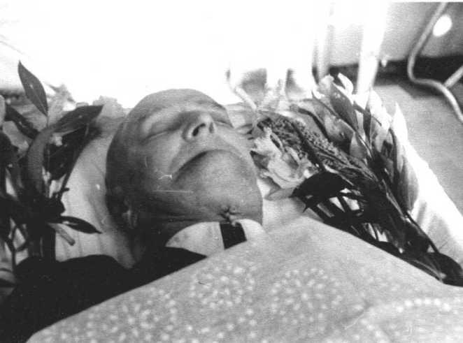 фото мертвый люди