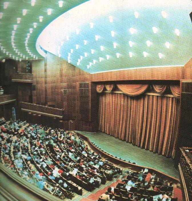 В верхнем ярусе большого зала