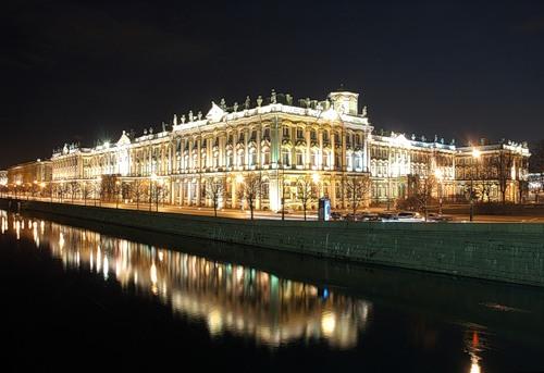 Зимний дворец ночью []