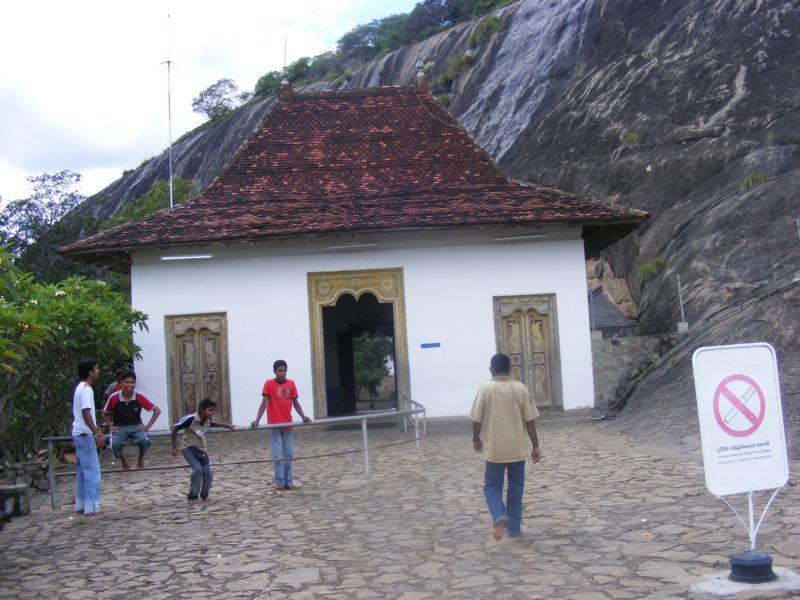 Возле Пещерных храмов []