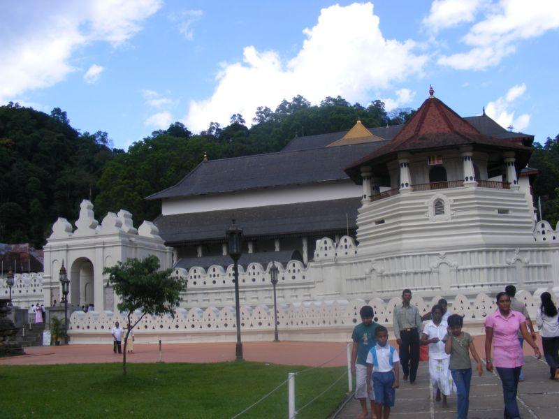 Храм зуба Будды []