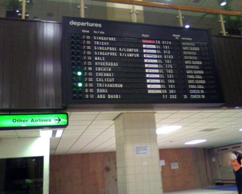Табло аэропорта Коломбо []