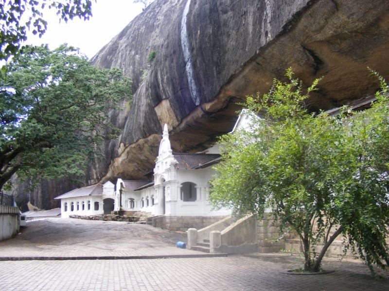 Пещерный храм []