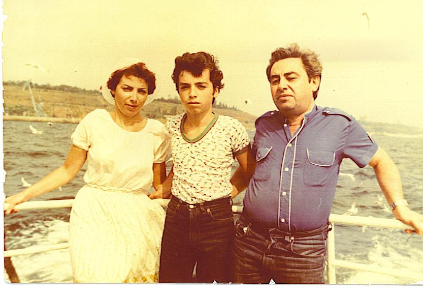 Знаменитый мужик приводит пары чтоб муж смотрел как ебут его жену