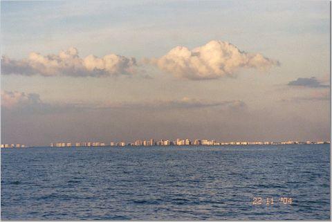 Вид на Naples с залива []